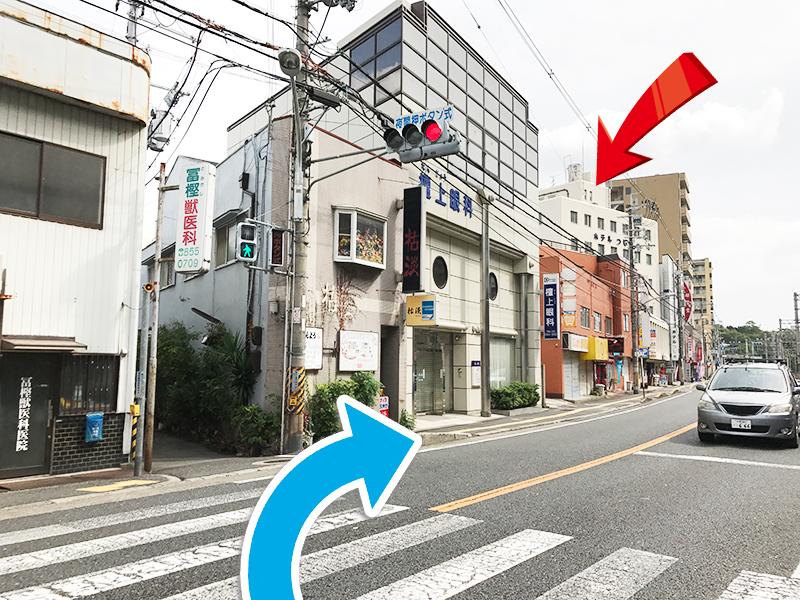 【7】横断歩道を渡って右