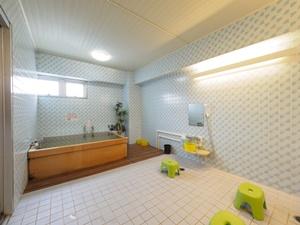 檜風呂と洗い場