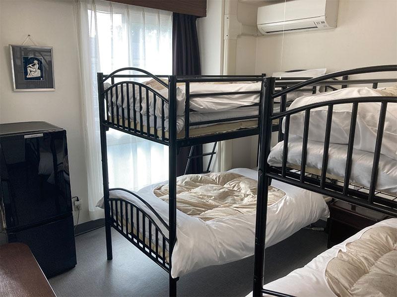 8人部屋寝室